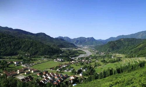 """内蒙古巴彦淖尔市37个村庄被冠以""""国家森林乡村""""美名"""