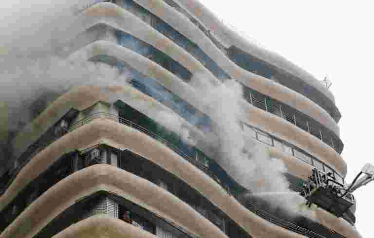 孟买:在拘留蛋白水晶塔的火灾杀死4后,建造者被捕