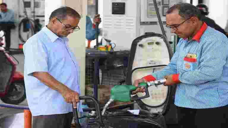 燃油价格下降:政府在汽油和柴油上削减了汽油和柴油的消费税